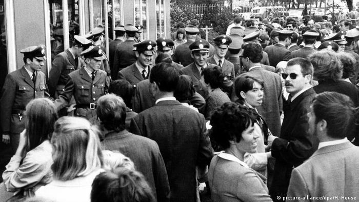 Deutschland Demonstration auf der Frankfurter Buchmesse 1968 (picture-alliance/dpa/H. Heuse)