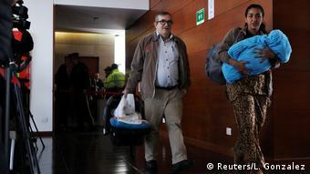 Londoño llegó a la audiencia con su esposa y un bebé de pocos meses.