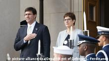 Deutschland | Annegret Kramp-Karrenbauer trifft US-Verteidigungsminister Esper in Berlin (picture-alliance/dpa/Department of Defense/L. Ferdinando)