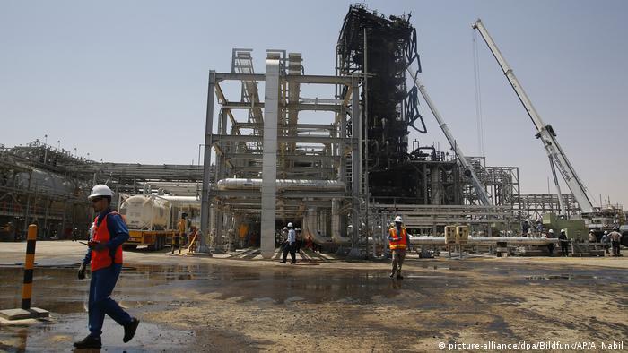Saudi-Arabien | Nach dem Drohnenangriffe | Ölanlage Churais (picture-alliance/dpa/Bildfunk/AP/A. Nabil)
