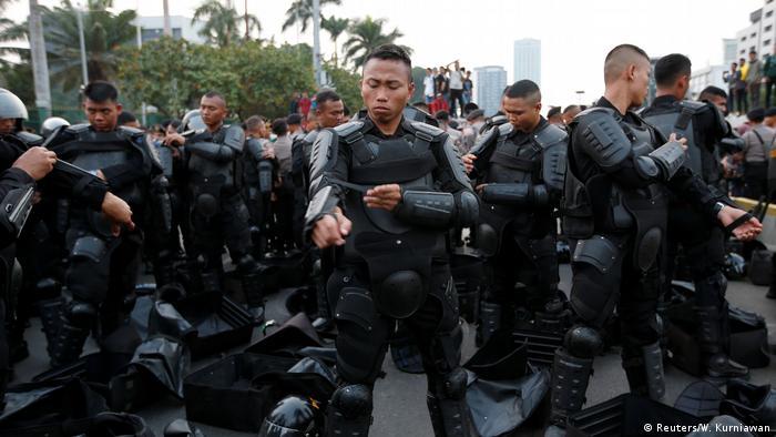 Indonesien Studenten Protest vor dem Parlament in Jakarta (Reuters/W. Kurniawan)