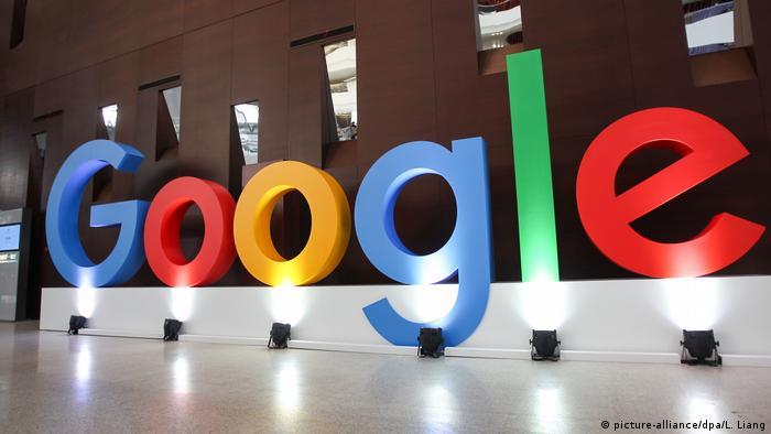 Логотип Google в его офисе