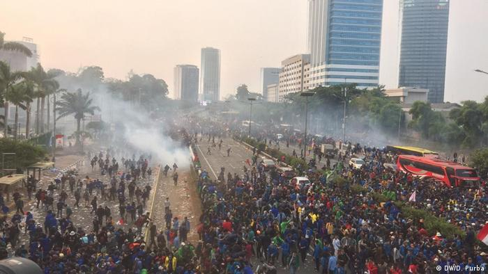 Police fire tear gas on student protesters in Jakarta