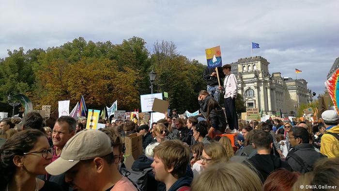 Streiken für Klima am Brandenburger Tor