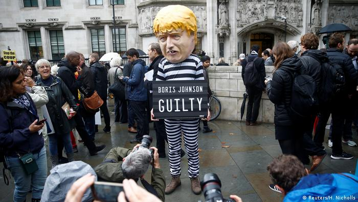 A protester stands outside the Supreme Court of the United Kingdom after the hearing on British Prime Minister Boris Johnson's decision to prorogue parliament ahead of Brexit (Reuters/H. Nicholls)