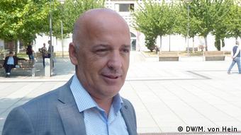 Kosovo Porträt Mensur Hot