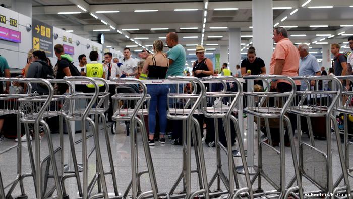 Spanien Mallorca Flughafen | Passagiere & Insolvenz Thomas Cook