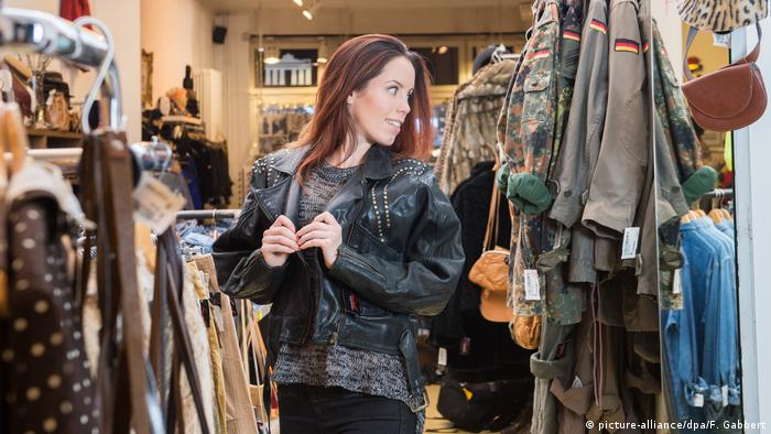 How Fashion Impacts Our Mental Wellbeing Science In Depth Reporting On Science And Technology Dw 24 09 2019