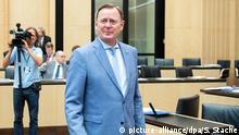 20.09.2019, Berlin: Bodo Ramelow (Die Linke), Ministerpräsident von Thüringen, kommt zur Bundesratssitzung. Beraten werden soll unter anderem über die Anpassung des Datenschutzrechts an europäische Bestimmungen, sowie zahlreiche Länderinitiativen zu Rauchverbot im Auto, Plastiktütenverbot, Schwarzfahren und Tamponsteuer. Foto: Soeren Stache/dpa-Zentralbild/dpa +++ dpa-Bildfunk +++ | Verwendung weltweit