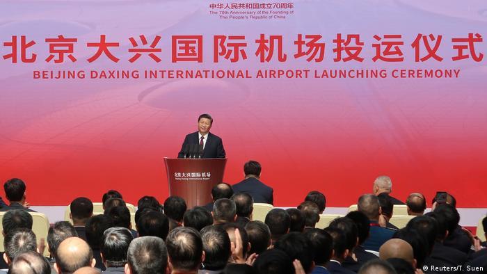 El presidente chino, Xi Jinping, inauguró el monumental aeropureto de Daxing este miércoles. (25.09.2019).