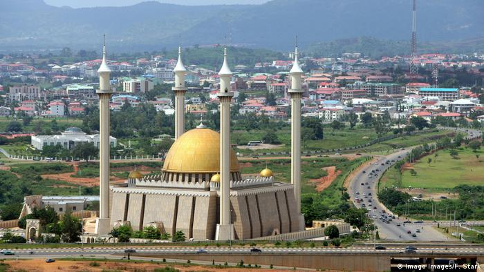 The Abuja National Mosque in Nigeria | Nigerianische Nationalmoschee (Imago Images/F. Stark)