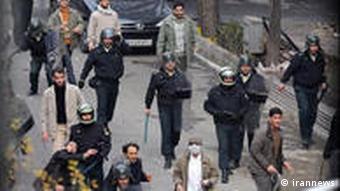 لباسشخصیهای حزبالهی پا به پای پلیس در سرکوب اعتراضهای خیابانی