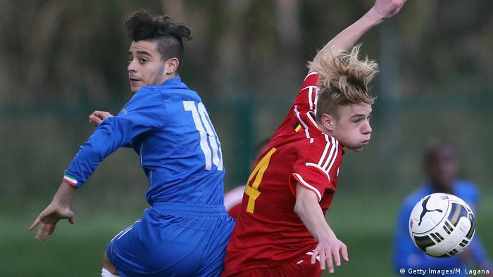 Fußballspiel   Italy U15 v Belgium U15 - International Friendly - Davide Merola und Remco Evenepoel