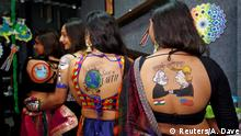 Indien Navrati Fest Vorbereitung Body Painting