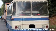 Auto-Transport im Oldtimer-Bus BdT