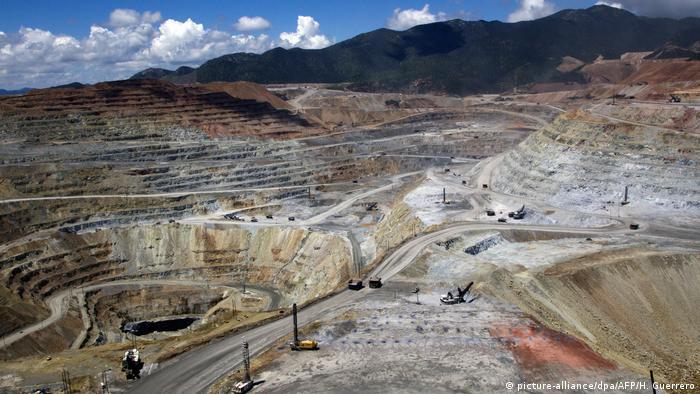 Mexikanische Kupfermine Buena Vista (picture-alliance/dpa/AFP/H. Guerrero)