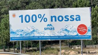 100% δικό μας αναγράφει η διαφημιστική πινακίδα