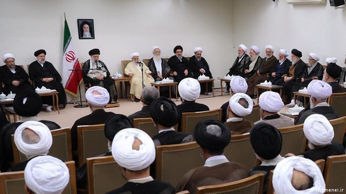 رهبر جمهوری اسلامی در دیدار با اعضای مجلس خبرگان توصیه کرد تا امکان حضور نیروهای وفادار به انقلاب در مراکز حساس فراهم شود