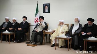 Irans Religionsführer Ali Khamenei trifft Mitglieder des Expertenrates