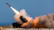 Пуск ракети з ЗРК Patriot у місті Ханья на острові Крит у Греції, 8 листопада 2017 року