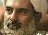 محسن کدیور سید حسن خمینی را به توضیح درباره ابهامات میراث سیاسی پدربزرگش فراخواند