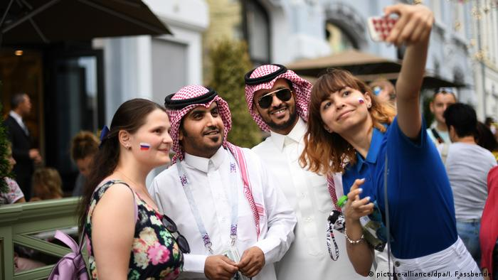 WM 2018 Moskau arabische Touristen Fans (picture-alliance/dpa/I. Fassbender)
