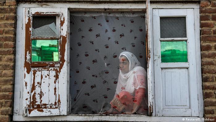 Barrikaden und Bücher im unruhigen Kaschmir