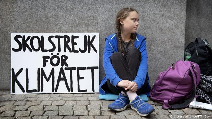 Greta Thunberg at one of her first school strikes for climate, outside Sweden's parliament on August 22, 2018. (picture-alliance/TT NEWS AGENCY)