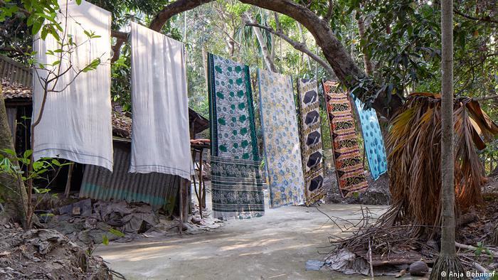 Sheets hanging from a clothesline in Bangladesh (Anja Bohnhof)