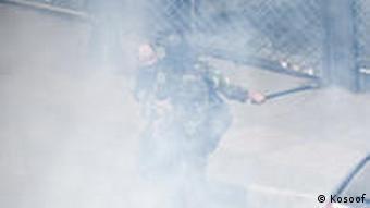 صحنهای از درگیری مردم و پلیس