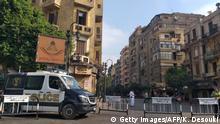 صورة رمزية لقوات الأمن المصرية في أحد الشوارع المؤدية إلى ميدان التحرير، رمز الاحتجاجات في مصر