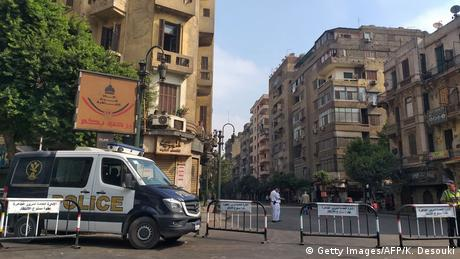 Police van on the road to Tahrir Square