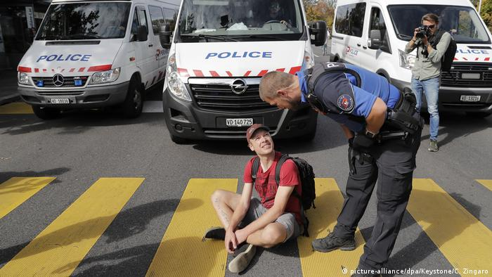 Friday for Future climate strike, Switzerland (picture-alliance/dpa/Keystone/C. Zingaro)