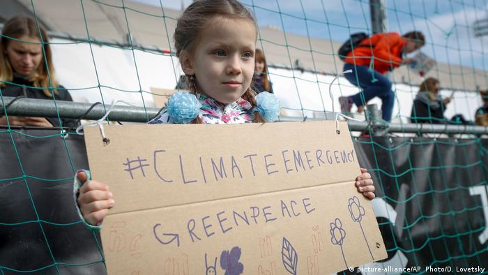 A girl protests for climate protection in Moscow