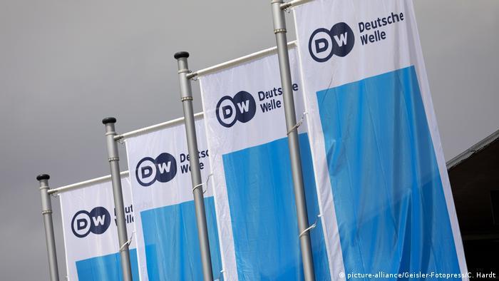 Deutschland Bonn DW Fahnen beim Global Media Forum