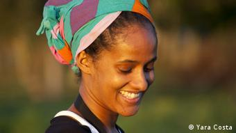 Yara Costa, Regisseurin von Entre eu e Deus