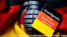 Handgranate mit Deutschlandfahne und Grundgesetz, Extremismus in Deutschland, Deutschland | handgranate with German flag and constitution, extremism in Germany, Germany | Verwendung weltweit