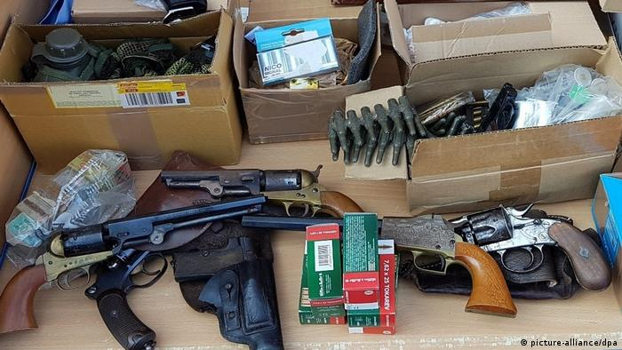 Weapons found in a police raid in Hanover (picture-alliance/dpa)
