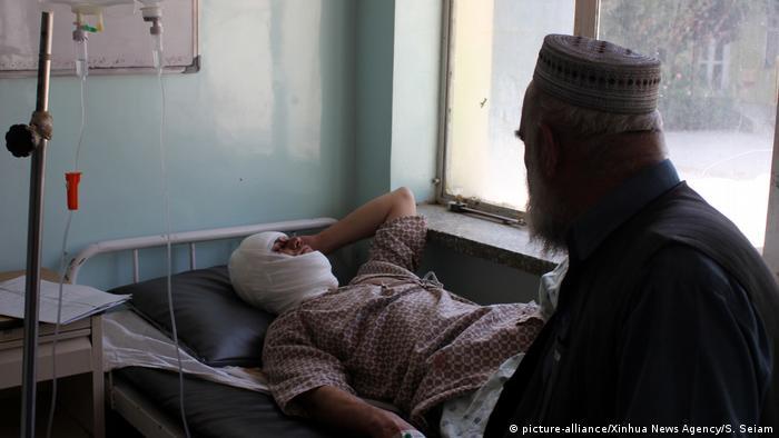 Verletzter vom Bombenanschlag während der Wahlen in Kandahar, Afghanistan (picture-alliance/Xinhua News Agency/S. Seiam)