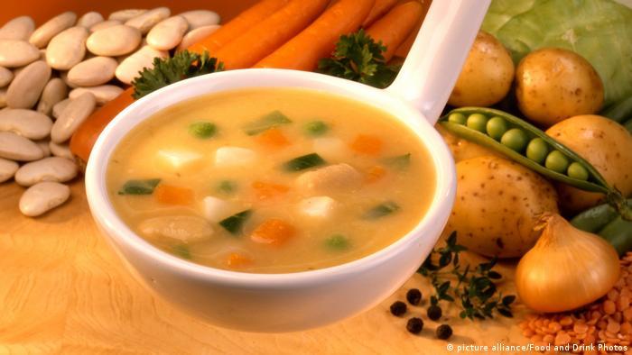 طعام صحي مكون من عناصر غذائية متنوعة