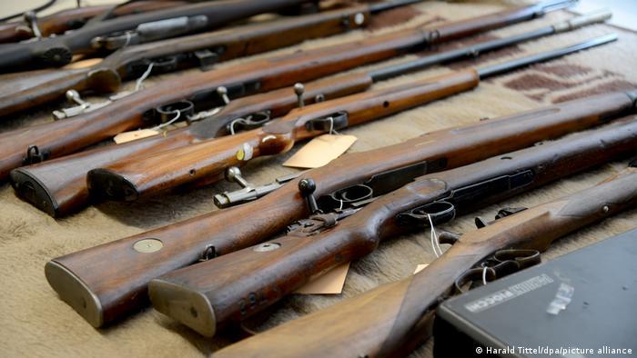 Sprengstoff und Waffen von Reichsbürgern