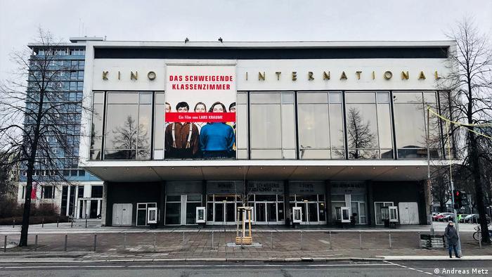 Світлина із книжки Східні місця фотографа Андреаса Меца - кінотеатр International в Берліні
