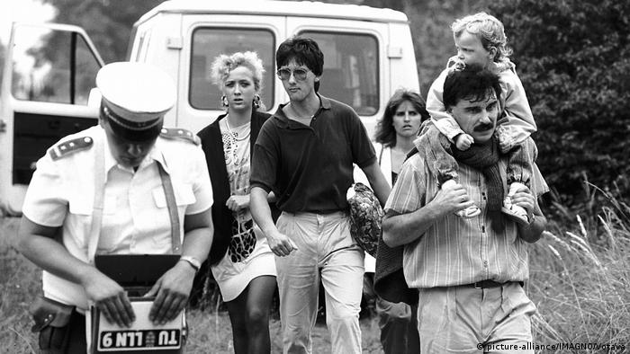 Bildergalerie - 30 Jahre Genscher in Prag | DRR-Flüchtlinge an der ungarisch-österreichischen Grenze 1989