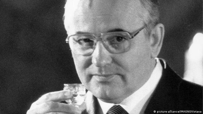 30 años Genscher en Praga. Mijaíl Gorbachov.