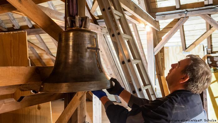 Hakenkreuz-Glocke in Faßberg wird ersetzt