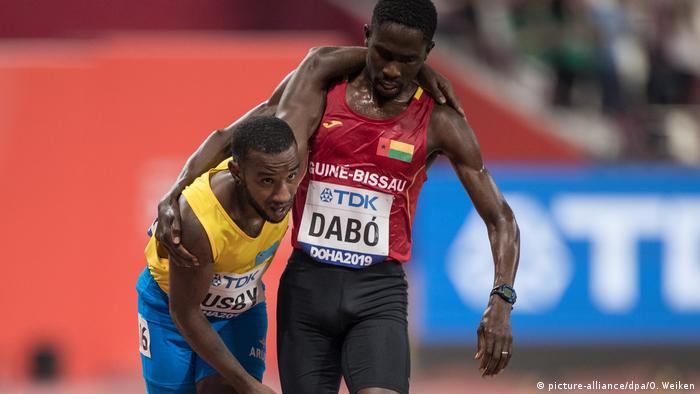 Katar | Leichtathletik Weltmeisterschaften in Doha 2019 - Braima Suncar Dabo und Jonathan Busby (picture-alliance/dpa/O. Weiken)