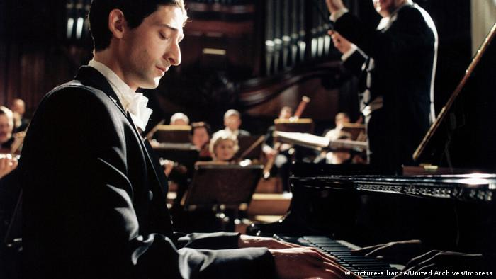 Film still | Adrien Brody in the film The Pianist (picture-alliance/United Archives/Impress)