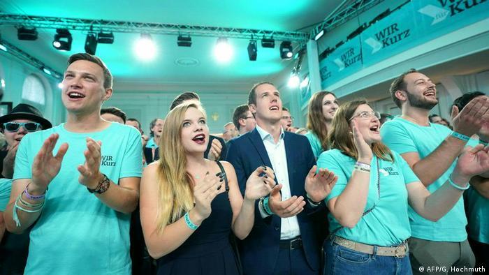 Österreich Wien Parlamentswahl Fans ÖVP (AFP/G. Hochmuth)
