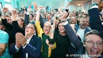 Österreich Wien Parlamentswahl Anhänger ÖVP (AFP/APA/G. Hochmuth)
