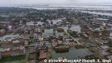 Houses are inundated with floodwaters in Prayagraj, in the northern Indian state of Uttar Pradesh, Saturday, Sept. 28, 2019. A heavy spell of retreating monsoon rains has flooded wide areas in northern India, killing dozens of people this week, an official said Saturday. Sandhaya Kureel, a spokeswoman of the Disaster Management and Relief Department, said most of the 59 fatalities were caused by house collapses, lightning and drowning in Uttar Pradesh state. (AP Photo/Rajesh Kumar Singh) |